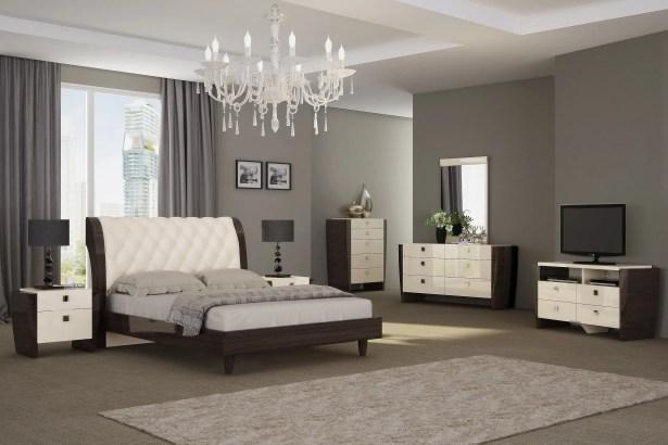 Hailee Platform 4 Piece Bedroom Set Size: Queen