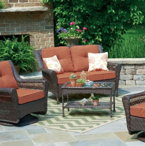 Danielburnham Living Loveseat with Cushions