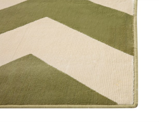 Foulds Green & Ivory Chevron Area Rug Rug Size: 5'3