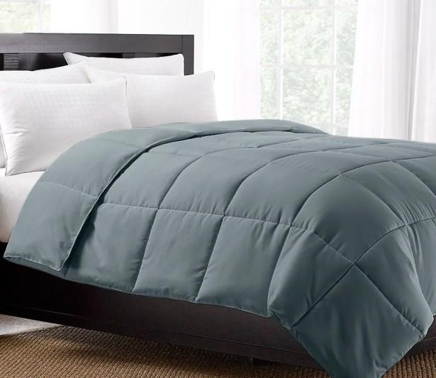 Exquisite Hotel Lightweight Down Alternative Comforter Size: King