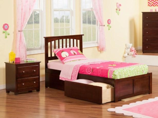 Pauline Platform 2 Piece Bedroom Set Color: Antique Walnut, Bed Size: Full
