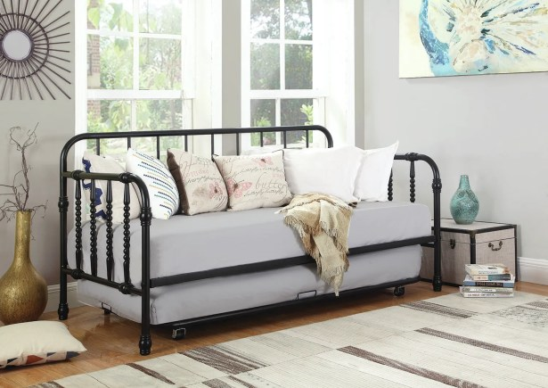 Hillsborough Daybed with Trundle Color: Black