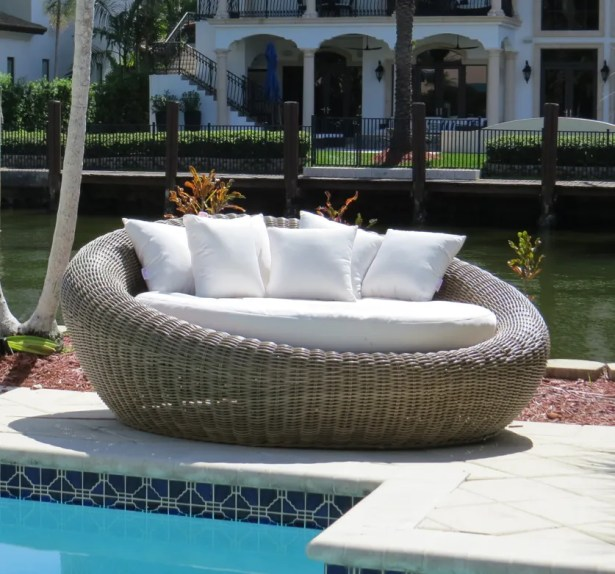 Mauzac Round Patio Daybed with Cushions