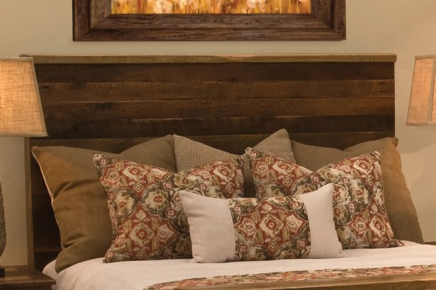 Barnwood Uptown Panel Headboard Size: Queen