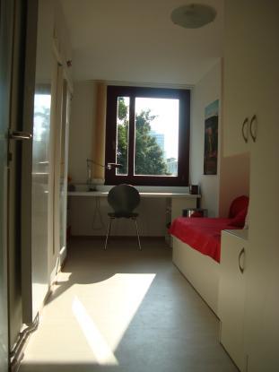 Gnstiges Zimmer im Studentenwohnheim mbiliert Uninah