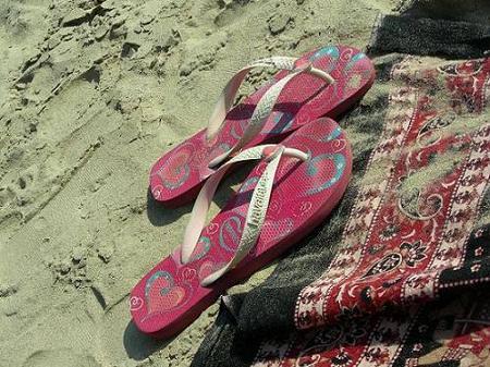 在泰國海灘被偷了-愛心小拖鞋