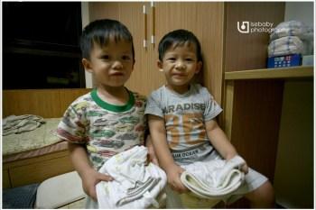 [兒子] Twins-生活自理::自己折衣物(2Y11M)