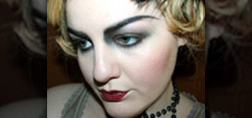 How To Create A 20s Flapper Inspired Makeup Look For