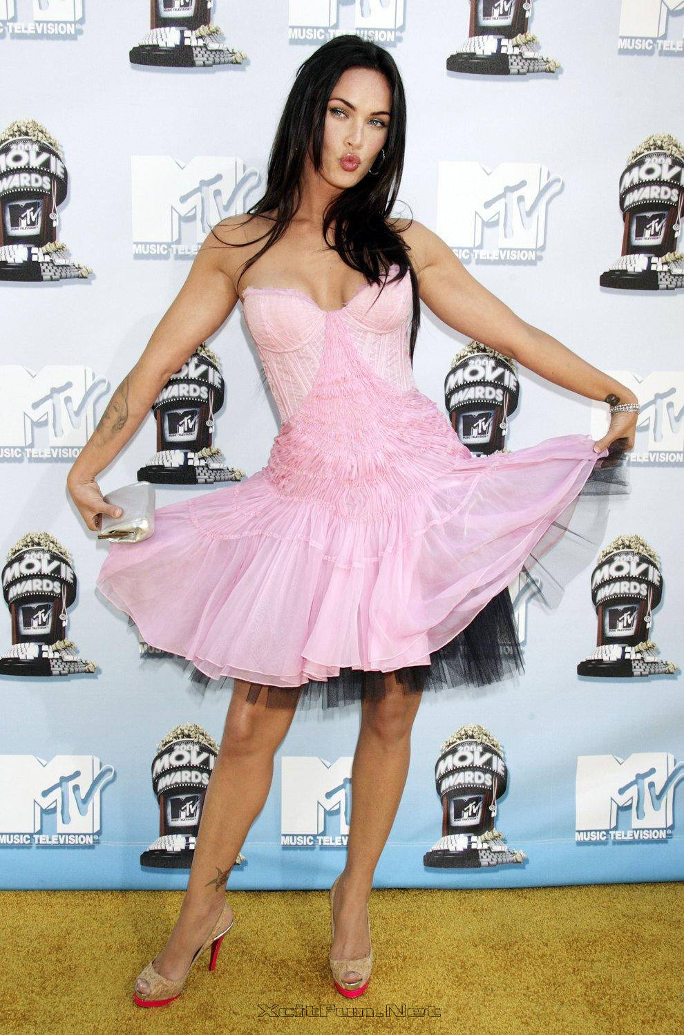 Kisses Wallpapers With Quotes Megan Fox At The Mtv Movie Awards 2008 Flirty Stills