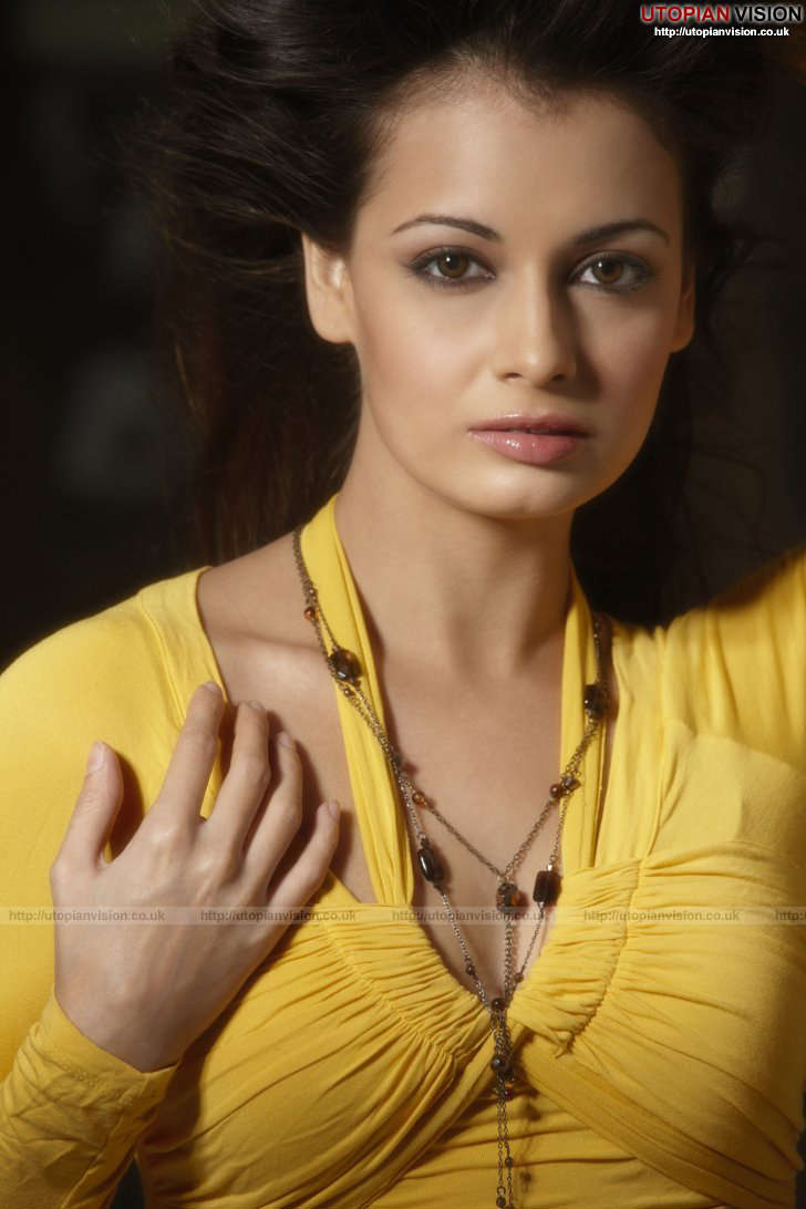 Dia Mirza Cute Wallpapers Diya Mirza An Angelic Face Becomes Wicked Girl New Shots