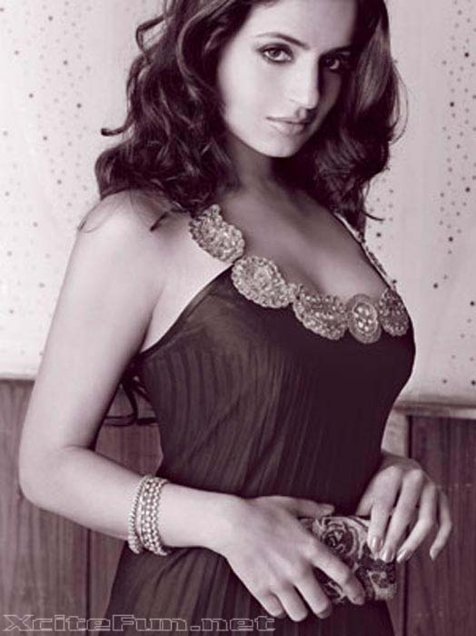 Cute Mother And Baby Wallpapers Amisha Patel Shed Her Baby Doll Image In Mw Magazine