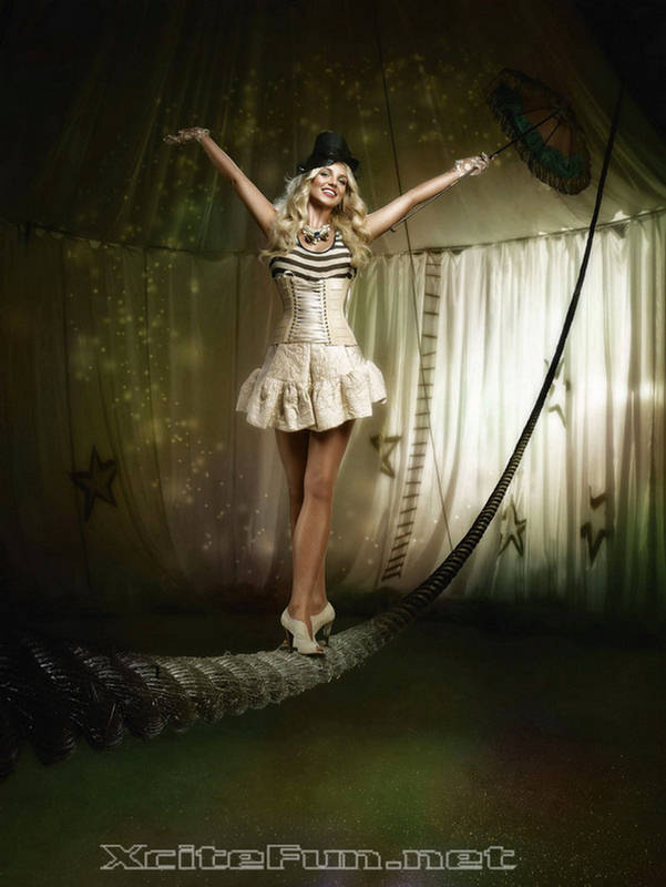 Inspirational Love Quotes Wallpapers Britney Spears Top Of The Pop Circus Photo Shoot