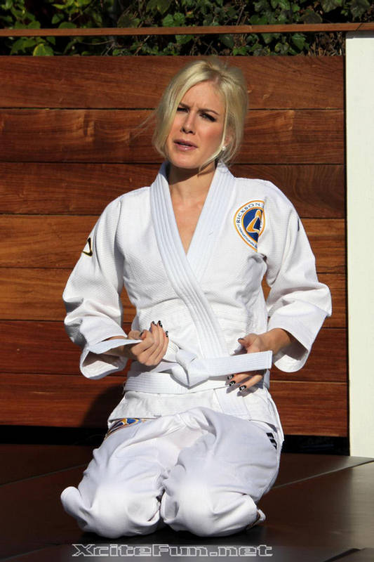 Nice Wallpapers With Funny Quotes Heidi Montag Mixed Martial Arts Fighter Photo Shoot