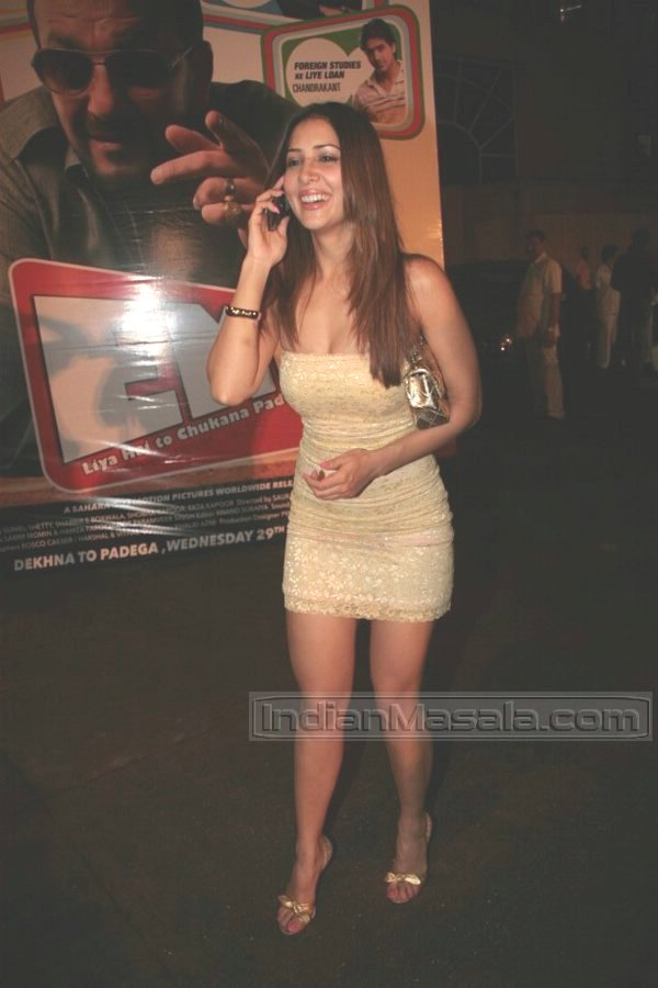 Bollywood Wallpapers With Love Quotes Kim Sharma A Hot Girl In Town Xcitefun Net