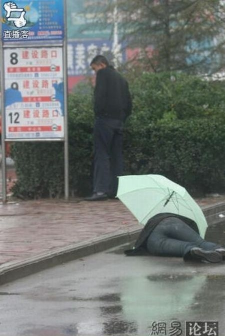 Cute Wallpapers For My Phone Drunk Japanese Man Middle On Road In Rain Xcitefun Net
