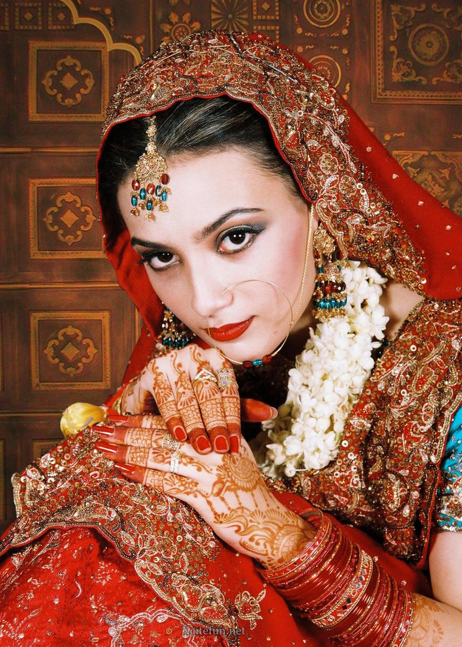 Bridal Glorious Mehndi Design Makeup Look And Dress 2011