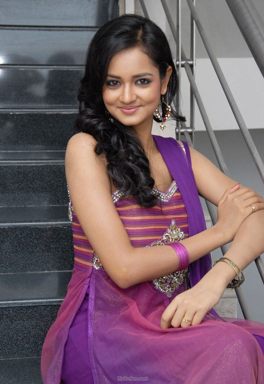 Beautiful Wallpapers With Inspirational Quotes South Actress Shanvi Purple Dress Pics Xcitefun Net