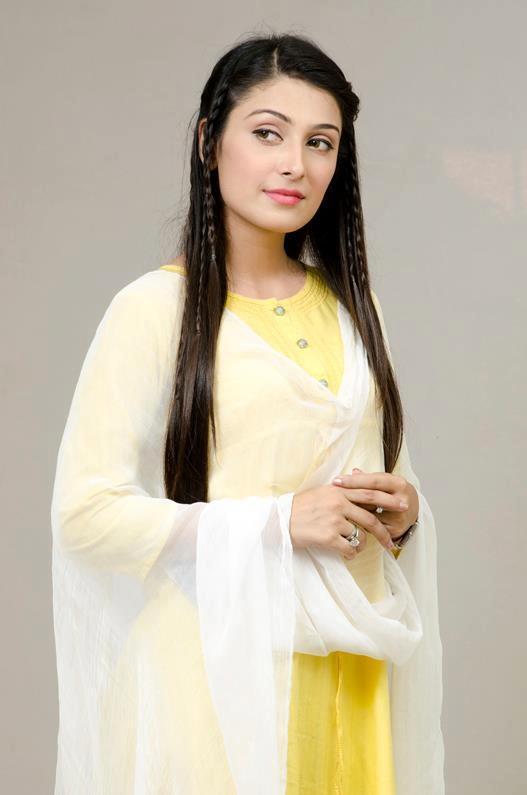 Cute Fashion Girl Wallpapers Ayza Khan In Yellow And White Dress Xcitefun Net