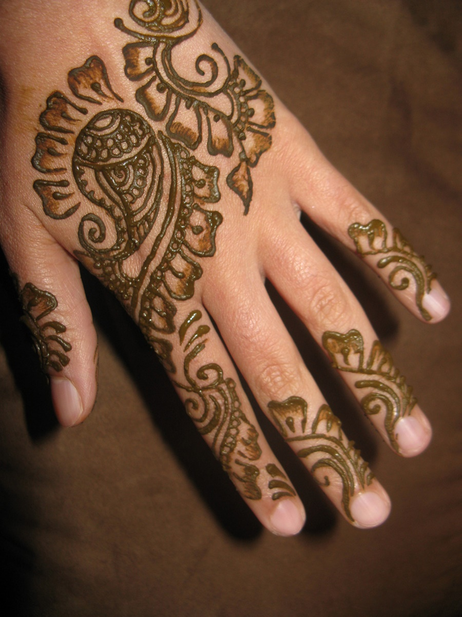 Hand Eid Mehndi Design For Girls