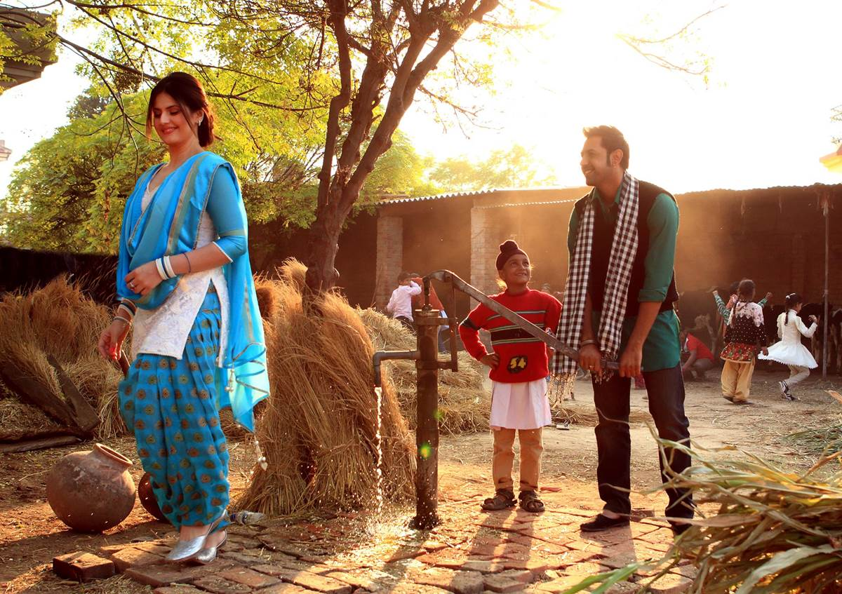 Zarine Khan Cute Wallpaper Jatt James Bond 2014 Punjabi Movie Xcitefun Net
