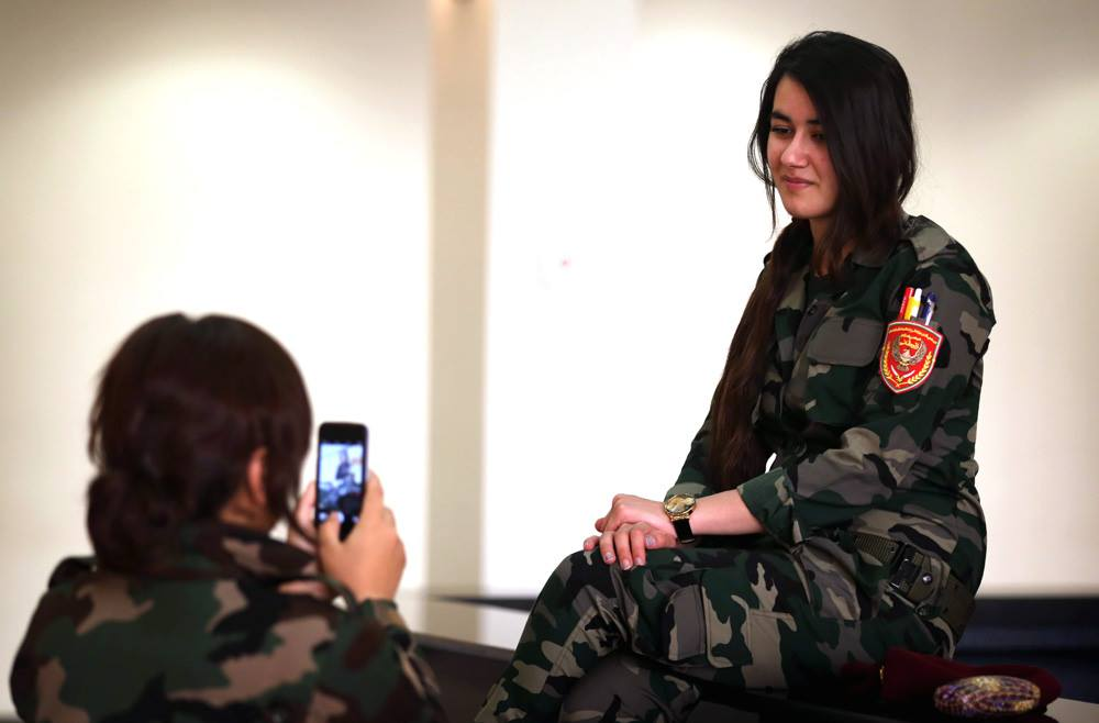 Pakistan Army Girl Wallpapers Beautiful Army Girls Selfie Time Xcitefun Net
