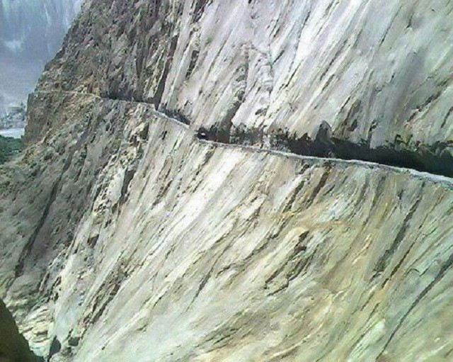 Cool N Cute Wallpapers For Mobile Karakoram Highway Of Pakistan World Dangerous Road