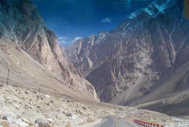 Most Love Quotes Wallpapers Karakoram Highway Of Pakistan World Dangerous Road