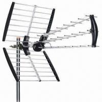 Triple Outdoor Antenna with Foldable Reflector in Compact