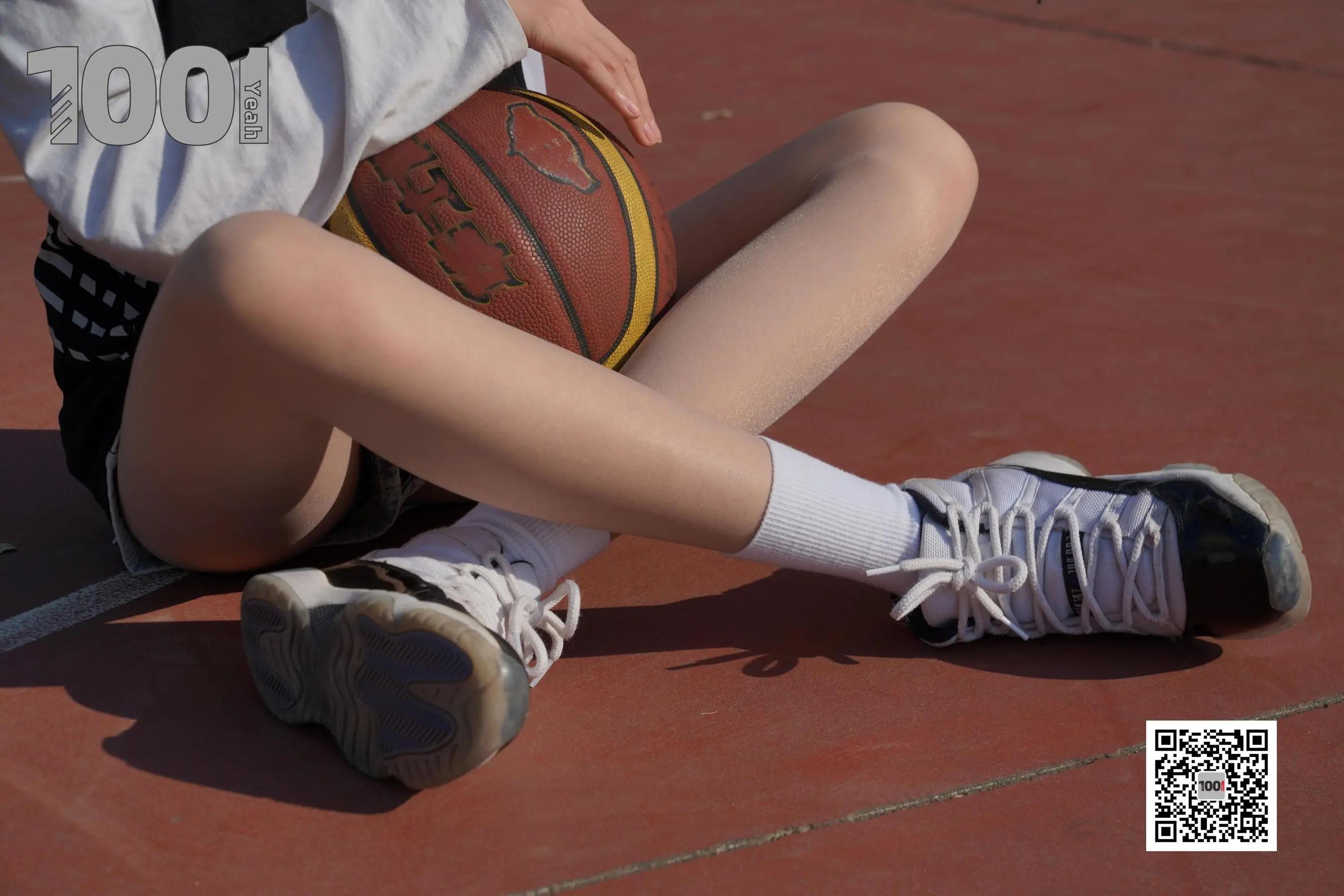 图片[1] - [IESS一千零一夜] 模特草莓《陪女朋友打篮球2》 丝袜美腿写真集[90P] - 唯独你没懂