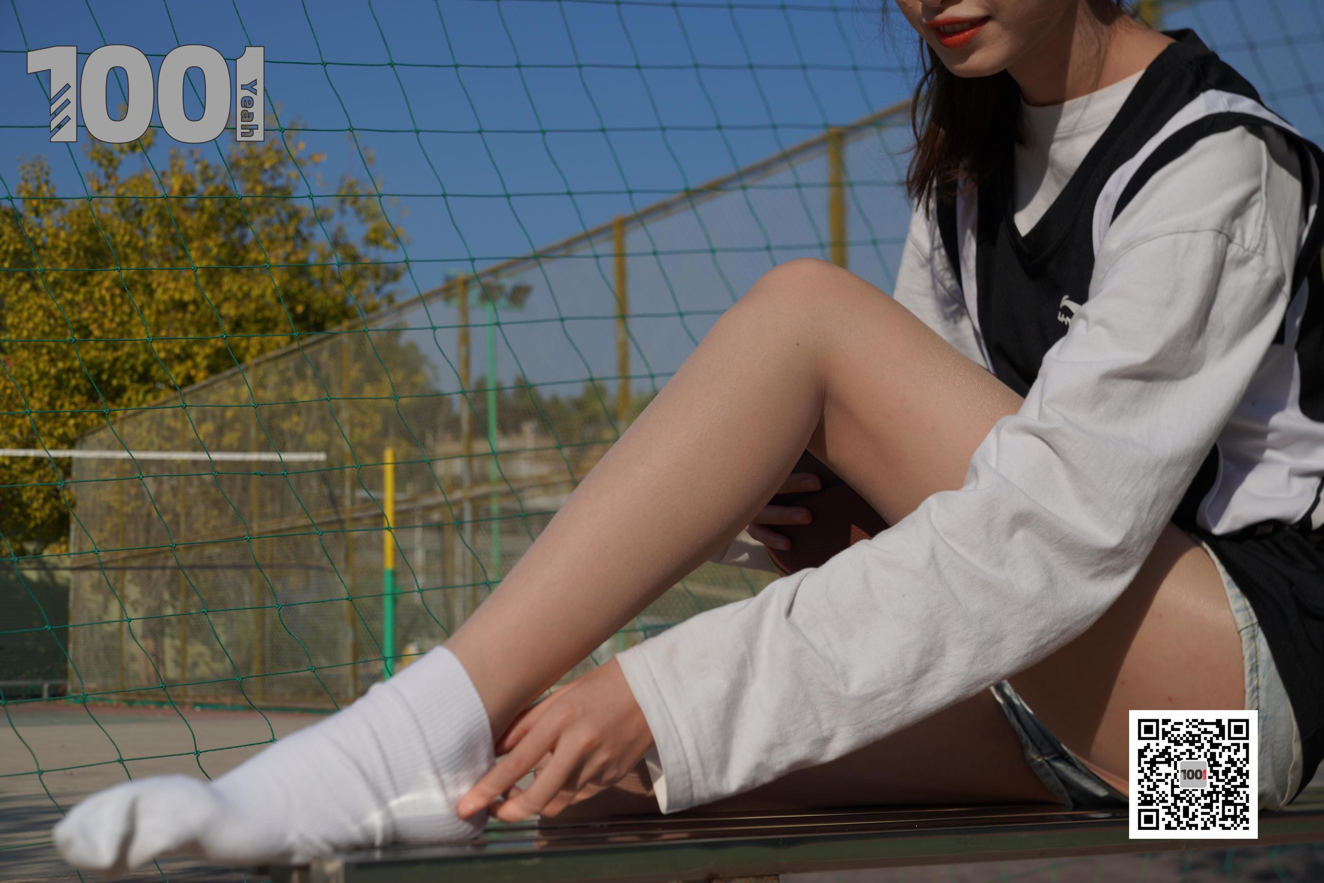 图片[1] - [IESS一千零一夜] 模特:草莓《陪女朋友打篮球4》 美脚丝足写真集[90P] - 唯独你没懂