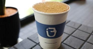 嘉義咖啡︱BLUES 藍調咖啡-嘉義熱門IG打卡咖啡店,簡約有質感的藍白外帶杯就藏在巷弄內