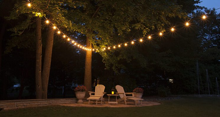 hanging patio string lights a pattern