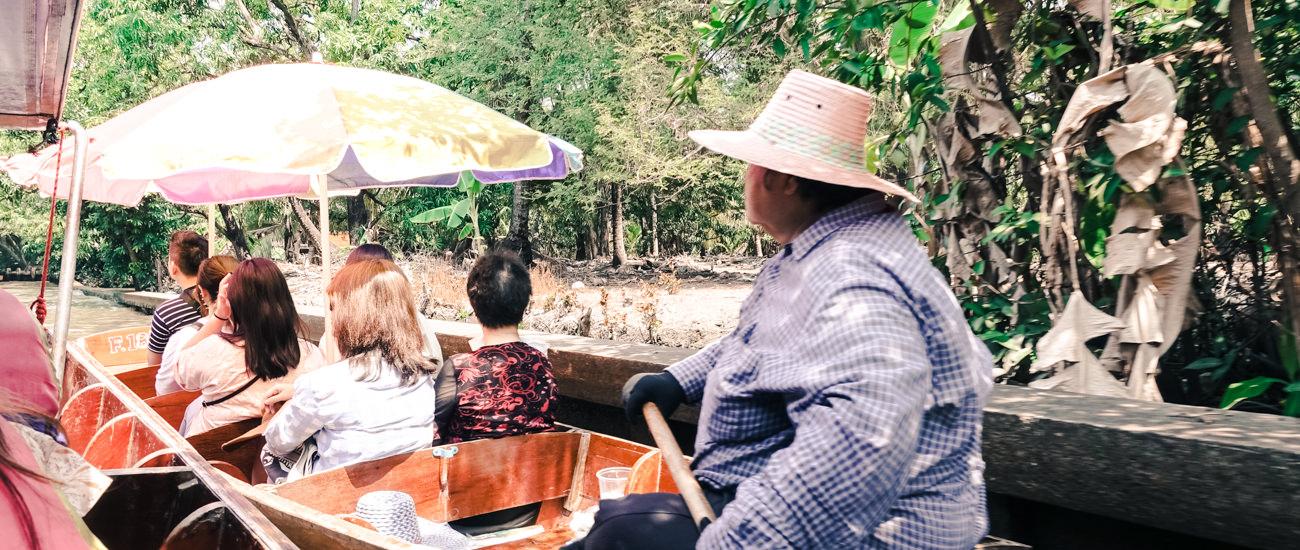 【曼谷旅遊】曼谷熱門景點一日遊:丹能莎朵水上市場、美功鐵道市集、樹中廟、安帕瓦水上市場