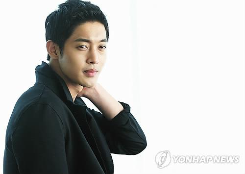 South Korean singer-actor Kim Hyun-joong poses for a photo in Seoul on April 7, 2014. (Yonhap)