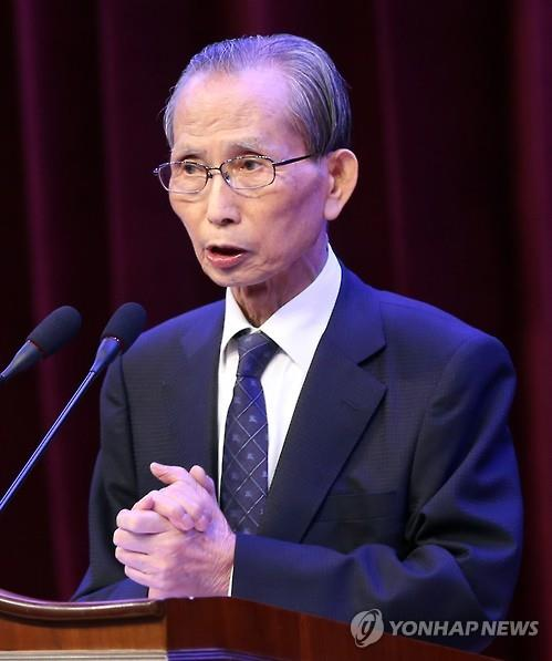 This file photo, taken on Sept. 7, 2015, shows Hahn Seung-hun, former human rights lawyer and current chair professor at Chunbok National University, making a speech at an event in South Jeolla Province, southwest of Seoul. (Yonhap)