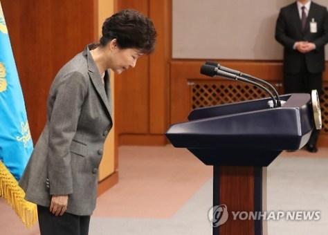 3回目の国民向け談話を発表した朴大統領=29日、ソウル(聯合ニュース)