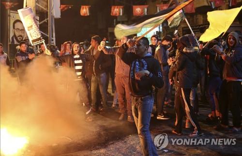팔레스타인 가자지구에서 항의시위하는 팔레스타인인들 [AP=연합뉴스]