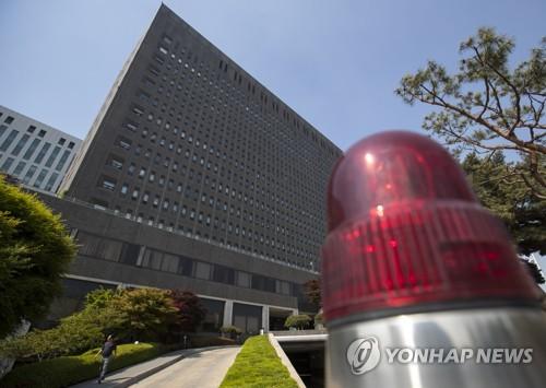 문재인 대통령, 이영렬·안태근 '돈봉투 만찬사건' 감찰 지시