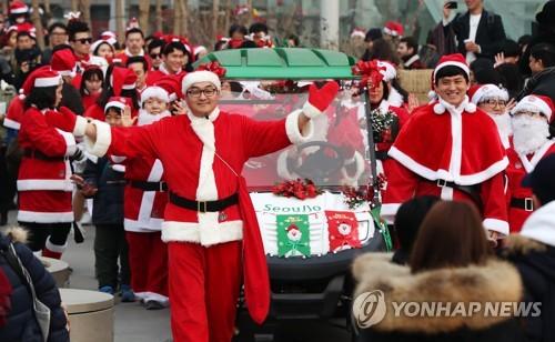 Santa parade on Seoullo 7017