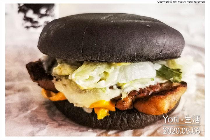 [麥當勞] 嫩雞起司黑堡   嫩煎雞腿排、極黑浪潮、2020 BLACK BURGER