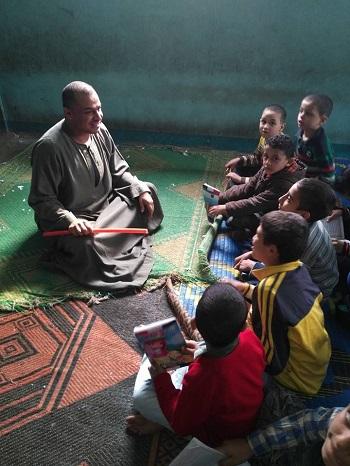 الشيخ محمد مع الأطفال