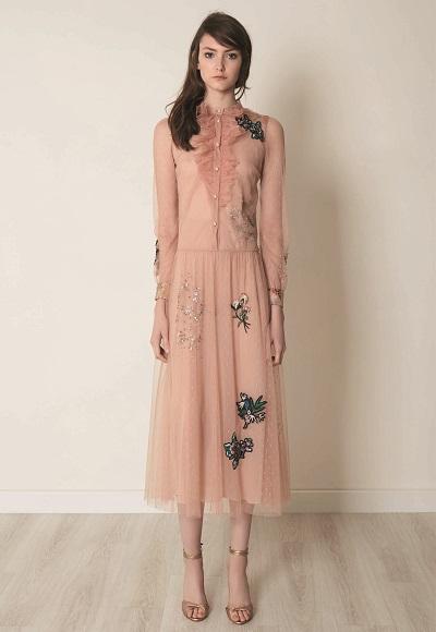فستان رقيق من مجموعة فالنتينو لما قبل الخريف