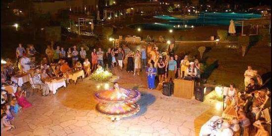 حفلات ليلية مختلفة بالبحر الأحمر