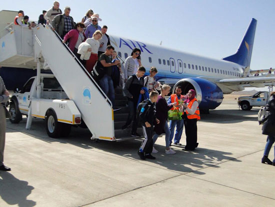 وصول السياح لمطار مرسى علم الدولى