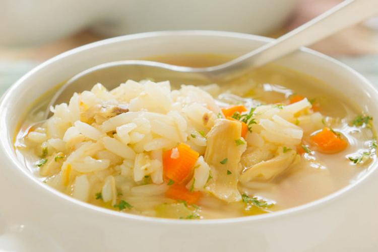 طريقة عمل شوربة الفراخ بالأرز (1)