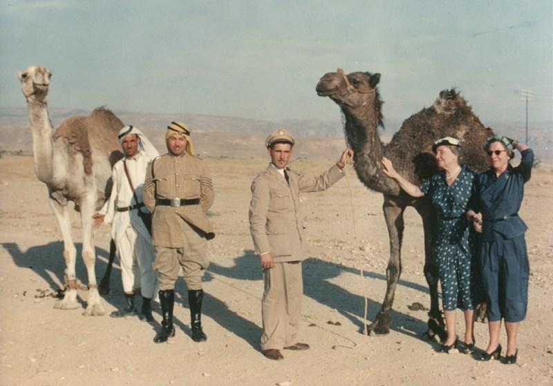 هيلين اثناء جولتها فى الشرق الاوسط