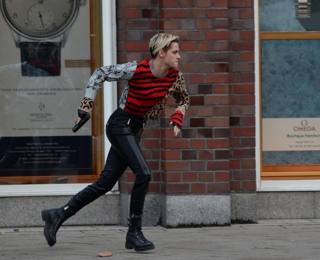 Kristen Stewart during photography (2)