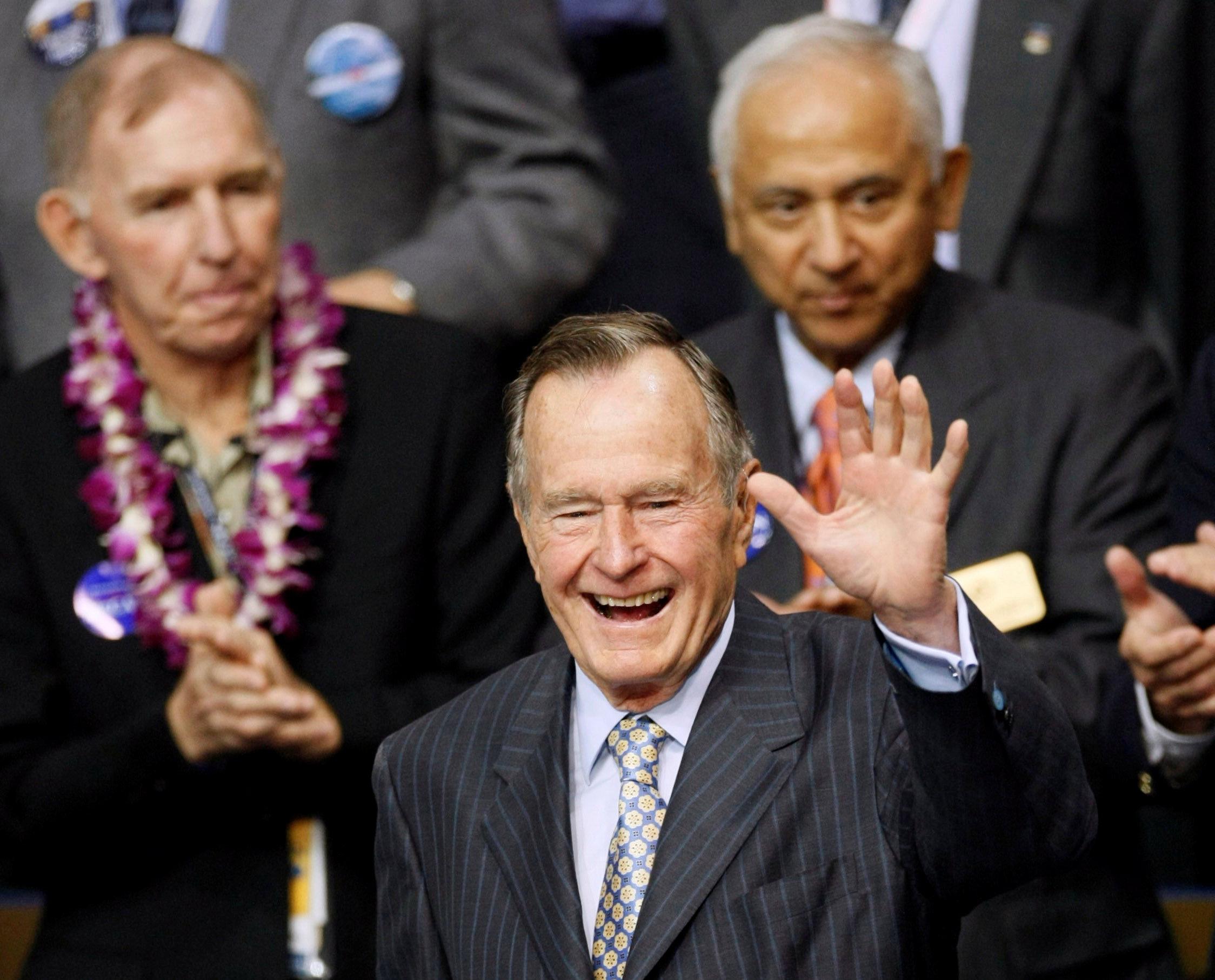 جورج بوش الأب  الرئيس الأمريكى الأسبق  (15)