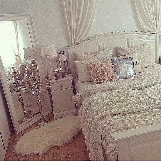 المرايات  غرفة النوم