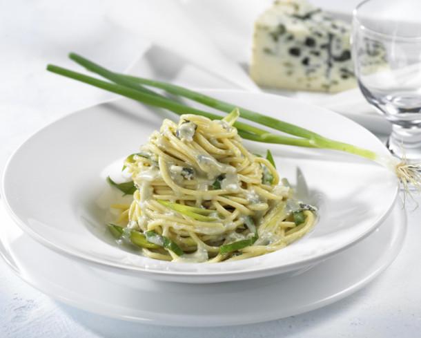 طريقة عمل المكرونة بالزبادى والجبنة الفيتا (5)
